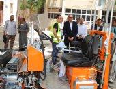 محافظ قنا : ماكينة تخطيط طرق جديدة لدعم منظومة النظافة