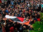 صور.. آلاف الفلسطينيين يشيعون شهيد قتل برصاص قوات الاحتلال فى غزة