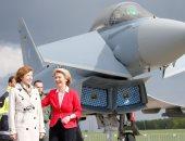 صور.. وزيرة دفاع فرنسا ونظيرتها الألمانية فى جولة بالمعرض الجوى ببرلين