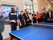 صور.. الأمير ويليام يلعب التنس مع أخيه هارى فى افتتاح مركز رياضى بلندن