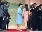 صور.. أول لقاء يجمع قرينتى الزعيمين الكوريين الشمالى والجنوبى