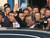 صور.. رئيس كوريا الجنوبية يغادر مقر الرئاسة للقاء نظيره الشمالى
