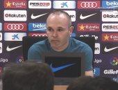إنييستا يعلن رحيله عن برشلونة بالدموع.. فيديو وصور