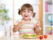 أطعمة تزيد من مناعة طفلك وتبنى جسمه
