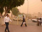 صور.. محافظ الأقصر يتفقد الأحوال بالمدينة خلال العاصفة الترابية