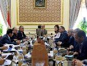 رئيس الوزراء يجتمع بلجنة الإصلاح الإدارى بحضور هالة السعيد وأبو بكر الجندى