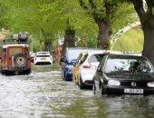 صور.. أمطار غزيرة تضرب بريطانيا وشلل بالحركة المرورية