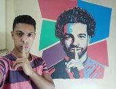 شاهد.. عاشق محمد صلاح يرسم صورته على جدران غرفته بعابدين