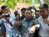 شرطة ميانمار تخلى سبيل صحفى بعد توجيه تهم له بموجب قانون الإرهاب