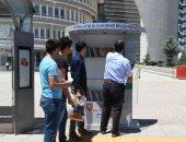 سلى طريقك بحاجة مفيدة.. مدينة يونانية تحول محطات الحافلات إلى مكتبات