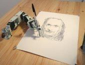 فنان أمريكى يستخدم الروبوت فى رسم لوحات باهظة الثمن