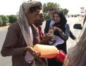 شاهد بالفيديو.. سوق سوداء للبنزين فى اليمن.. والمحطات تسكنها القطط والغربان