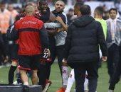 ضرب شقيق بوجبا فى الدورى التركى لخروجه من الملعب دون استئذان