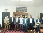 صور.. رئيس جامعة أسوان يستقبل دبلوماسى ليبى لتسجيل درجة الدكتوراه فى الإعلام