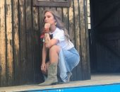 """فيديو.. نيكول سابا تظهر مهاراتها فى لعبة """"الطاولة"""" مع زوجها"""