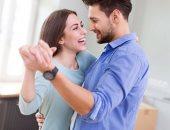 تعرف على أسباب ارتباط ممارسة العلاقة الزوجية بالسعادة الأسرية