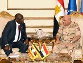 الفريق أول صدقى صبحى يلتقى وزير الدولة الأوغندى لشؤون المحاربين القدامى