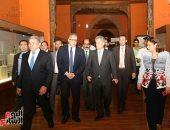 صور.. نائب صندوق النقد الدولى يزور مجمع الأديان بمصر القديمة