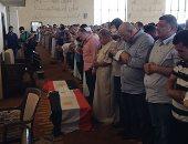 فيديو وصور.. .. مئات المصريين يؤدون صلاة الجنازة على الطالبة مريم بمسجد الشربتلى