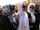 """فيديو وصور.. والدة الطالبة مريم ضحية اعتداءات بريطانيا ترتدى الأبيض: """"بنتى عروسة"""""""