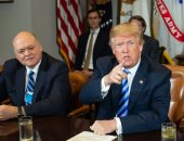 صور.. ترامب يجتمع برؤساء شركات صناعة السيارات فى أمريكا