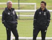 تقارير: أستون فيلا يتجه إلى مدرب مانشستر يونايتد بدلا من هنري
