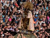 """صور.. آلاف الإسبانيين يشاركون فى عيد """"سيدة الأبرياء والشهداء"""" بفالنسيا"""