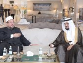 وزير الأوقاف السعودي يهدي محمد مختار جمعة نسخة من كتاب الله