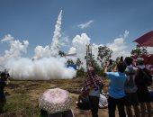 صور.. التايلنديون يطلقون الصواريخ فى السماء أملا فى سقوط الأمطار