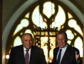 وزير الخارجية يؤكد ضرورة وقف إطلاق النار في ليبيا والتصدي لنقل الإرهابيين