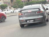 قارئ يرصد سيارة بدون أرقام فى شارع صلاح سالم بالقاهرة فى غياب المرور