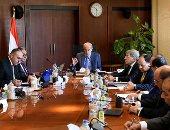 رئيس الوزراء يعقد اجتماعا لمتابعة مشروع التأمين الصحى الشامل - صور