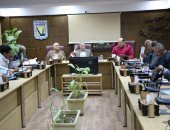 محافظ جنوب سيناء يناقش موقف تنفيذ مشروعات الخطة الاستثمارية
