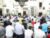 صور.. روحانيات وخشوع فى صلاة التراويح بمسجد مصطفى محمود