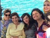 نجوم الفن على إنستجرام.. ميرفت أمين تواصل تصوير بالحجم العائلى