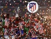 ممر شرفى لنجوم أتلتيكو مدريد في افتتاح الليجا احتفالا بالسوبر
