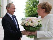 بوتين يبحث مع ميركل التعاون فى مكافحة كورونا والوضع فى أوكرانيا