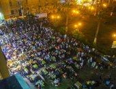 المصريون يتناولون السحور وسط أجواء إيمانية بالحسين والمعز