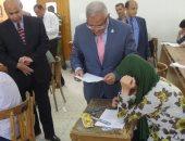 """رئيس جامعة المنيا يتفقد امتحانات كليتى الصيدلة والعلوم """"صور"""""""