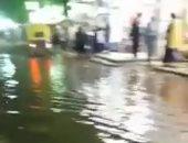 صور.. استمرار غرق شوارع عزبة النخل فى مياه الصرف الصحى