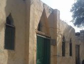 """أهالى عزبة """"محمد سليم"""" فى المنيا يستخدمون لمبة الجاز ويطالبون بتوصيل الكهرباء"""