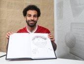 """فيديو.. محمد صلاح """"الفنان"""".. يرسم نفسه قبل نهائى دورى أبطال أوروبا"""