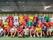لاعبو منتخب روسيا يرتدون قمصان المنتخبات المشاركة بالمونديال للترحيب بهم