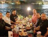"""عاصى الحلانى ينشر صورة برفقة أصدقائه فى سحور على ضفاف النيل: """"مصر يا جمالك"""""""