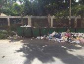 قارئ ينتقد سلوكيات مواطنين يلقون القمامة على الأرض رغم توافر صناديق بسموحة