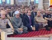 الرئيس السيسى يلتقى قادة القوات المسلحة عقب صلاة الجمعة بمسجد المشير