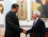 صور..رئيس فنزويلا يلتقى سناتور أمريكى بعد فرض عقوبات على خلفية الانتخابات