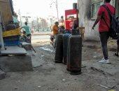 أسطوانات غاز بعرض طريق بدمياط.. وقارئ: مسئولو المخبز لا يهتمون بحياة المواطنين