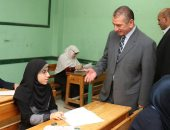 فيديو وصور.. محافظ كفر الشيخ يتفقد لجان الثانوية الأزهرية