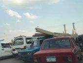 قارئ يرصد سيارات تسير عكس الاتجاه فى شوارع شبرا الخيمة
